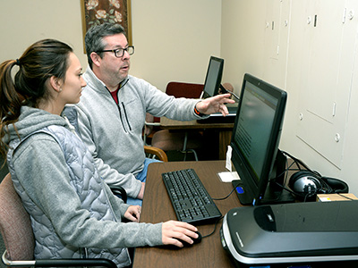 OAR assistant and student using screen reader
